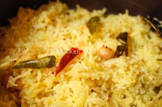 Lemon rice ready to be garnished