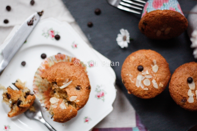 Flaked almond & Dark Choco chip muffins