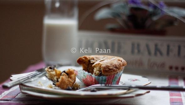 Flaked almond & Dark Choco chip muffins