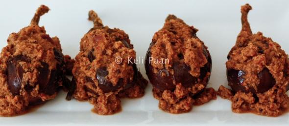North Karnataka Badanekai yenagai/ Small purple Brinjals in a sweet & nutty sauce....