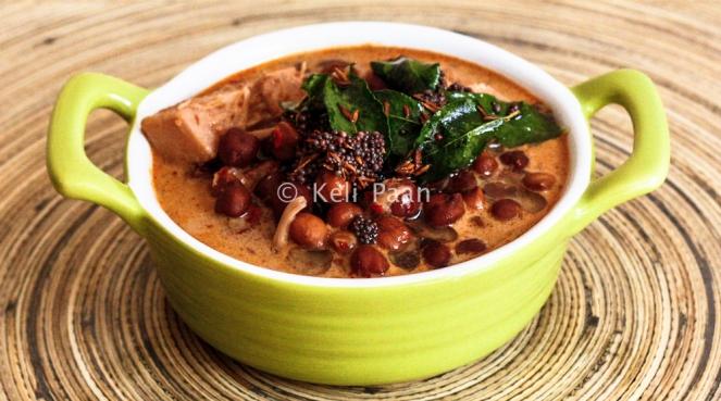 Soyee Bhajjile Chana Ghashi/Black chickpeas in sautéed coconut paste curry..