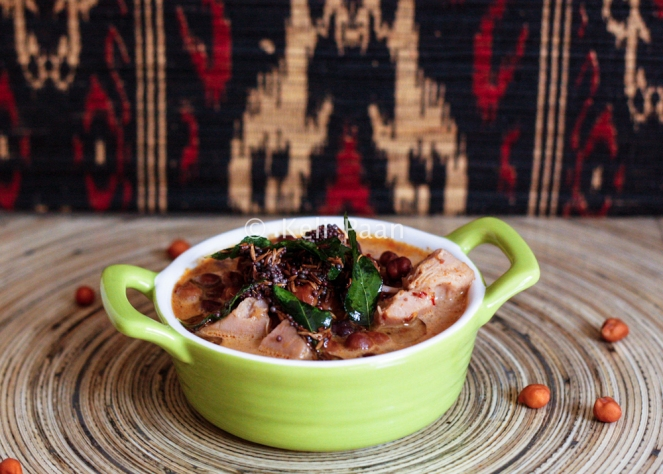 Soyee Bhajjile Chana Ghashi/Black chickpeas in sautéed coconut paste curry....