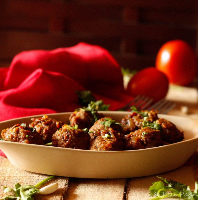 Tamatari Kheema ke kofte or Mutton meatballs enveloped in a tangy tomato sauce...