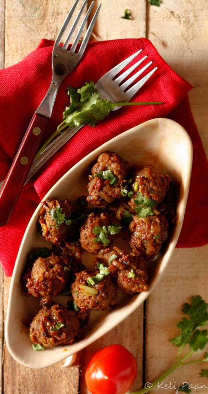 Tamatari Kheema ke kofte or Mutton meatballs enveloped in a tangy tomato sauce...